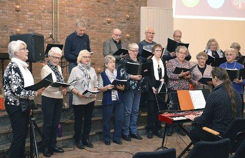 OPPTRÅDTE: Tosebygda sangkor bidro med mange sanger i Normisjonshuset i Askim under misjonsmessen onsdag som pågikk i mange timer med et allsidig program.