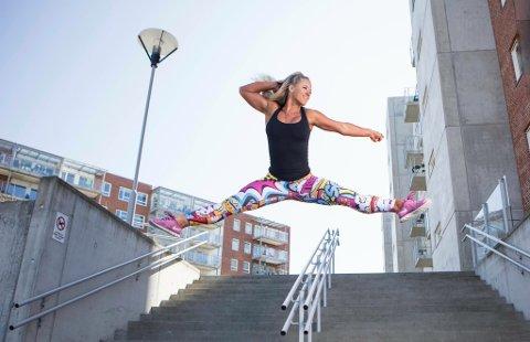 Vilde Waksvik har vært gjennom ekstreme dietter for å konkurrere i bikinifitness. Nå hjelper hun andre med kosthold og trening gjennom jobben som online coach.