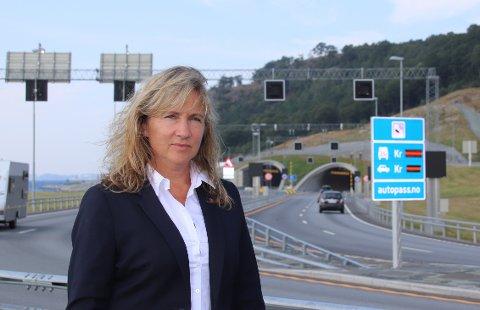 BOMTAKSTER: Ordfører Irene Heng Lauvsnes tror ikke at den utsatte bompengeinnkrevingen i Ryfast vil føre til høyere bomtakster. Hun mener at Statens vegvesen selv må ta ekstraregningen for utsettelsen.