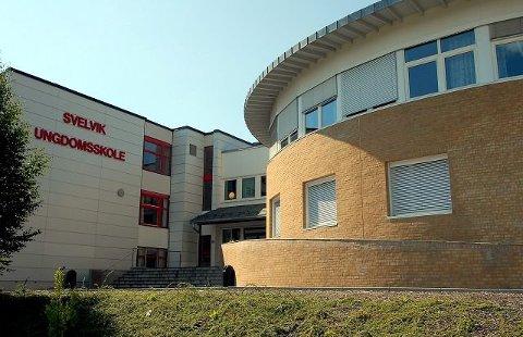 Bassenget på Svelvik ungdomsskole er snart ferdig oppgradert.