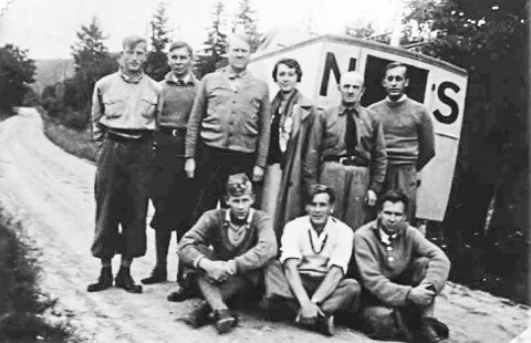 PÅ TUR: Quisling med frue på propagandatur i Telemark i 1936 med blant andre NS-medlemmer fra Grenland.