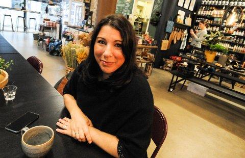 FRIR TIL NÆRINGSLIVET: Peri-Ilka Tincman håper næringslivet i Grenland vil se nytten av å hjelpe flyktninger inn i arbeidslivet. - De aller fleste er innstilt på å jobbe, og alt er av interesse. De fleste jobber gjerne både kvelder, netter og i helgene, forteller hun.