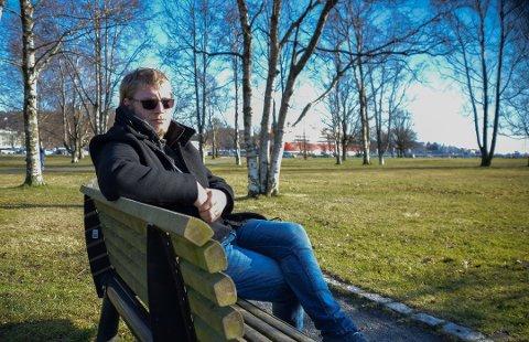 PRØVDE RUS OG ANGRER: Kristian Lund Jørgensen (22) prøvde amfetamin og ble rusavhengig. - De stengte døra. Jeg gikk fra å ha familie til ikke å ha familie. Det var utrolig vondt, sier han. Foto: Tone Merethe Ude