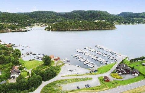 Parkering av biler og hengere fra vannscooter-eiere gjør at medlemmer av båtforeningen ikke får plass.