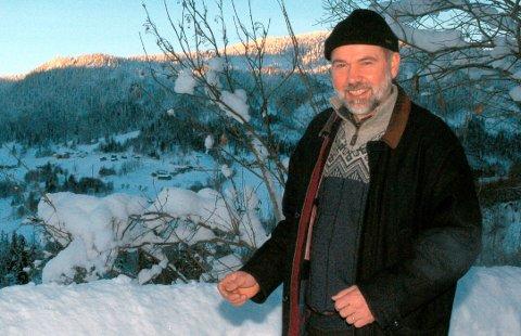 RÅDGIVER: I 2004 var Henry Mæland leder for småbruksprosjektet, og nå skal han inn som rådgiver i et nytt tilsvarende prosjekt. Noen år senere var han også leder for Eldhusprosjektet og flatdølen kjenner dermed godt til Hjartdal kommune.