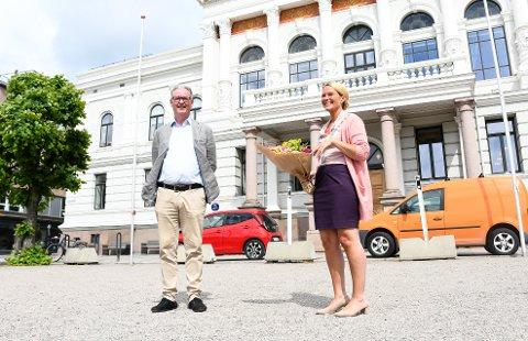 NY AVTALE: Christen Knudsen og Gjerpen er glade for at Hedda Foss Five og Skien kommune er med på laget. Foto: Kristian Holtan
