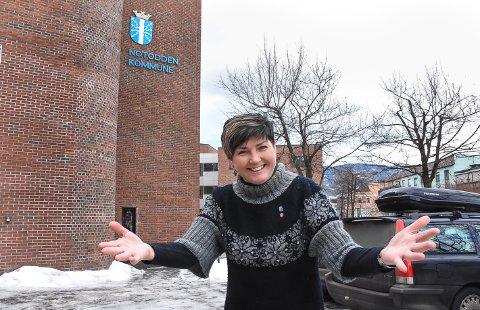 TAR IMOT: - Dere fra Hjuksebø er hjertelig velkommen til oss i Notodden kommune. Men først kommer vi til dere for å svare på alle deres spørsmål, sier ordfører Gry Fuglestveit.