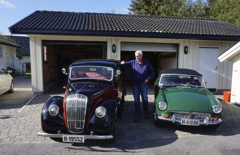 To av tre kjærligheter: En Morris fra 1939 og en MG fra 1969 nyter pensjonisttilværelsen i garasjen til Ole Geir Lonar på Frølandsfeltet.