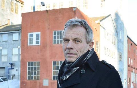 TVILER PÅ TALL: Stortingsrepresentant Arne Nævra tviler på tallene som er lagt fram for å gjøre Tinnosbanen kjørbar er riktige. Han tror også turistpotensialet er større enn anslått.