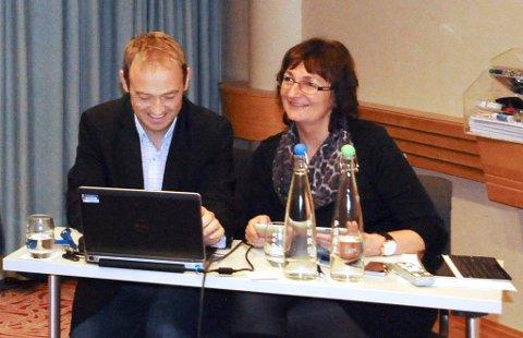 Gamle dager: Espen Remme og Astrid Eidsvik avbildet sammen for omtrent et år siden, før sistnevnte trakk seg som toppsjef i Helse Møre og Romsdal.
