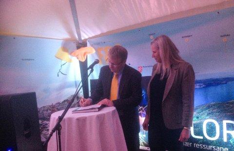 Shells oppstørmsdirektør, Rich Denny, signerte BG-kontrakten natt til 1. september i Stavanger