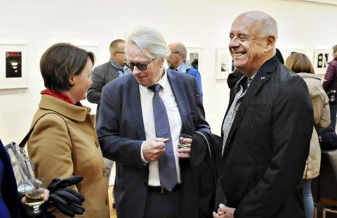 Lars Liabø er ikke lenger styreleder for Nordic Light. Her sammen med fylkeskultursjef Heidi-Iren Wedlog Olsen og fotograf Ralph Gibson under åpningen av fotofestivalen for to år siden.