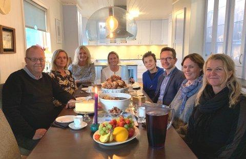 Bildet er tatt under kveldens møte hos Yvonne Wold på Åndalsnes hvor forhandlingene foregikk.