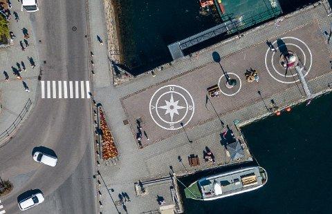 Kompasset på Piren i Kristiansund sentrum. Hva skjer med Kristiansund og kommunene på Nordmøre i tiden som kommer? Flere går nå inn for en utredning som skal se på eventuelle fordeler med å bli en del av Trøndelag.