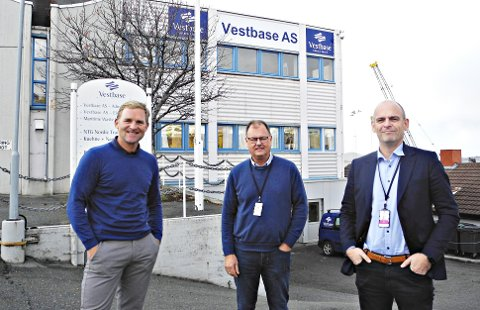 VESTBASE-LEDERNE: Adm. direktør Alf G. Dahl (fra venstre), site Manager i driftsselskapet i Kristiansund Stein Arve Olsen og styreleder Lars Haug.