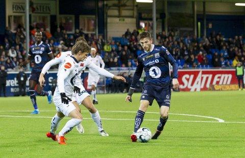 Nå er hele spilleplanen for eliteserien 2021 klar. Her er Liridon Kalludra i aksjon mot Viking i fjor. De møtes i runde 14 og 28 denne sesongen.