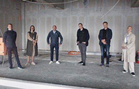 Safepath Operational Manager Morten Veiset (fra venstre), Safepath HR og Finance Manager Louise Garshol Bergø, Safepath Head of Research and Development Terje Rødahl, Runar Hasselø og Ole Ingar Hjelkrem fra Inventum Nordmøre, og Safepath Intern Ingvild Sæterøy Rødahl.