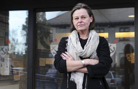 FÆRDER KOMMUNE: Rådmann Toril Eeg i Færder kommune bør anmelde hytteeiere som hun mistenker har brutt plan- og bygningsloven. Det mener Tønsbergs Blad på lederplass.