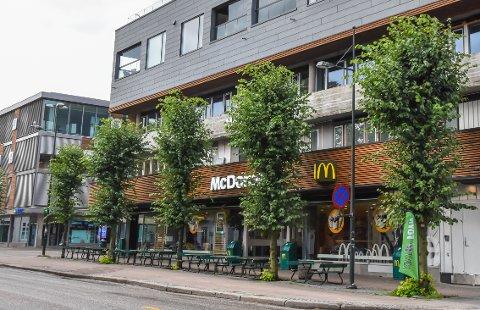 NY EIER: 1. september overtar en Oslo-mann ved navn Magnus Dagestad McDonald's ved Nedre Langgate, i tillegg til fem andre McDonald's-restauranter i Vestfold og Telemark. Sem-bosatte Anders Spiten har bygget opp flere av restaurantene, og har nå solgt for en ennå ikke offentlig pris.
