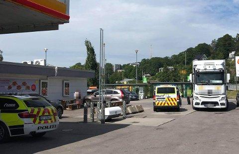 De involverte partene kom seg av veien og inn på plassen ved Shell etter hendelsen.