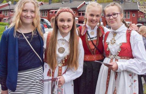 Elena, Emma, Caroline og Benedicte holdt barnetalen. De går alle i 7. klasse på Holt skole.