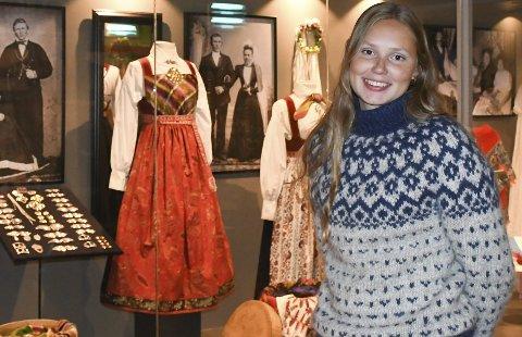 Populær utstilling: «Mangfald og mote» heter denne utstillingen som  har ført til en stor økning i besøket på Elvarheim museum, ifølge Ingvild Flottorp.Foto: Øystein K. Darbo