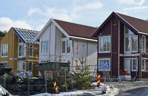 Hantho brygge: I november i fjor startet byggearbeidene. Nå er de seks fritidsboligene snart klare for innflytting, og salget er i gang. Foto: Skibsaksjeselskapet Hesvik