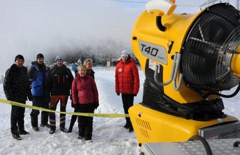 LAGERBRÅK:Fra testkjøringa av Nittedal ILs første snøkanon på Sørlisletta i februar 2017. Da var alle enige om at dette virket kanonbra, men det var før de nærmeste naboene ble spurt.