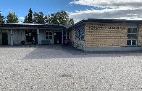 Det største legesenteret i kommunen opplever stor pågang fra folk som vil sikre seg koronavaksine.