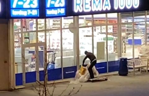 FREKT: Torsdag kveld ble Rema 1000-butikken på Brevik i Son utsatt for frekke vedtyver.