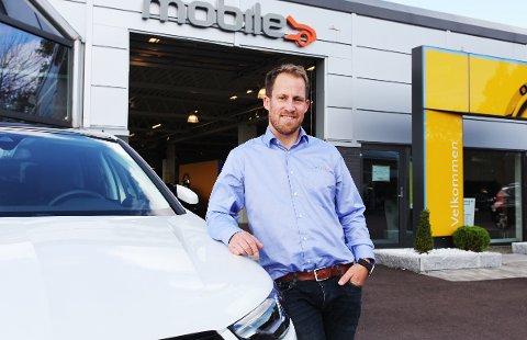 OPTIMIST: Fredrik Sørensen stortrives i sin jobb som daglig leder ved Mobile Tønsberg. – Det er moro, jeg har trua, sier han.