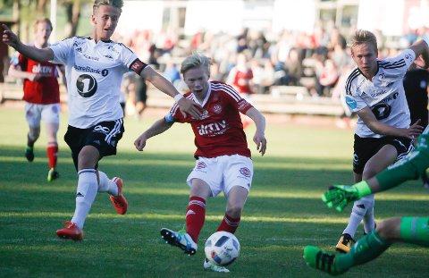 Lekte seg igjennom: En flott soloraid av Knut Kleppo Vangen ble nydelig avsluttet forbi landslagskeeper André Hansen og til 1-0 for hjemmelaget.