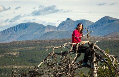 NATURBASERT REISELIV:  Rendalsordfører Linda Døsen er gjennom sitt selskap Rendalen Guiding og Naturopplevelser  i ferd med å etablere et fotoskjul for ørn i Rendalen.