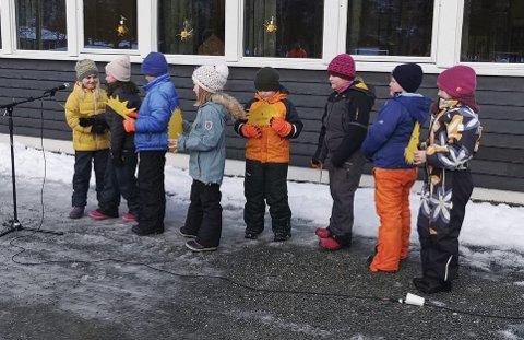 Priser dagen: Elever fra 3. og 4. trinn presenterte soldikt på Gjøra.Foto: Ole Bruseth