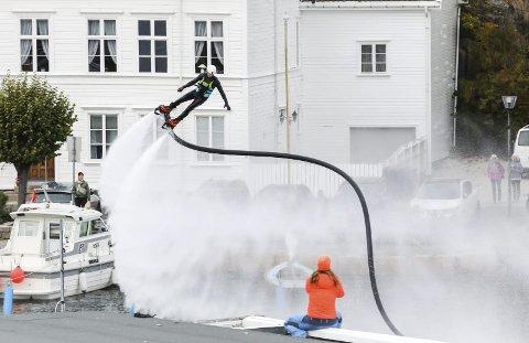 Vannshow: Spektakulært i Indre havn. Foto: Stig Sandmo