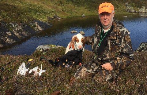 Svein Jarl Liestøl med hunden Zico var godt fornøyd med starten på årets rypejakt i høyfjellet. Foto: Privat