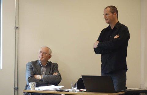 Helge Fjellanger, her saman med økonomisjef i NGIR, Erlend Kleiveland vil måndag ikkje seia kva han skal stemma for. Tidlegare har han sagt at bosskøyringa bør ut på anbod.