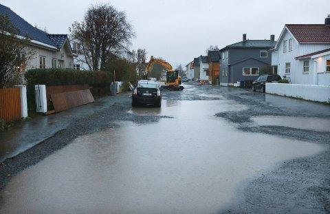 Vått: Kraftig regn kombinert med snøsmelting vil føre til store vannmengder de neste dagene. Det anbefales å sørge for at sluker og avløp er åpne og fri for is. Her fra Fredensborgveien i Bodø i 2017.