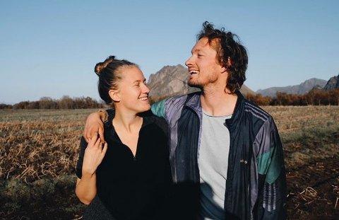 Dina Fonn Sætre og Henning Holand er unge potetbønder i Steigen. De har hatt noen utfordringer siden de tok over gården i 2018, ikke minst knyttet til vær og klima. Men nå kan Henning stikke av med tittelen Årets unge bonde 2020.
