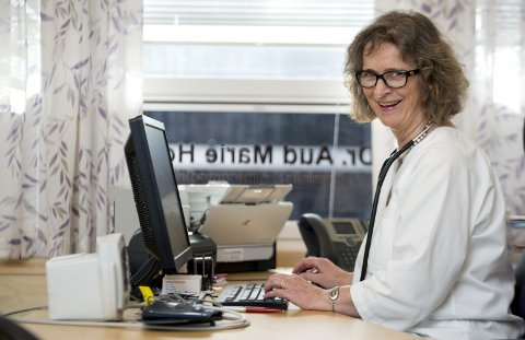 STA: Aud Marie Hoel har våget å følge drømmene sine flere ganger i løpet av livet. I en alder av 48 år kunne hun endelig titulere seg lege,                                                   etter å ha båret på drømmen siden før hun begynte på skolen.FOTO: EIRIK HAGESÆTER