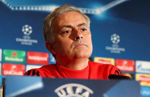 Manchester Uniteds manager Jose Mourinho er mer enn middels god på å stable opp laget sitt slik at de ikke slipper inn mål. Laget hans har bare sluppet inn mål i to av ti seriekamper i høst!