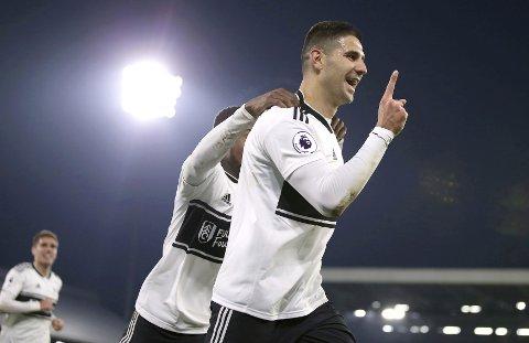 Aleksandar Mitrovic jubler etter sitt 3-2 mål hjemme mot Southampton i forrige hjemmekamp for Fulham.  (Steven Paston/PA via AP)