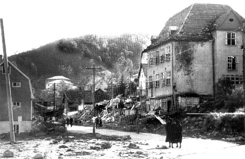 Totalt 193 personer døde i bombeangrepet på Laksevåg den 4. oktober 1944. – Den dødbringende lasten i flyene besto av 1432 bomber med en samlet vekt på 600 tonn, skriver innleggsforfatteren. FOTO:  BA Arkiv