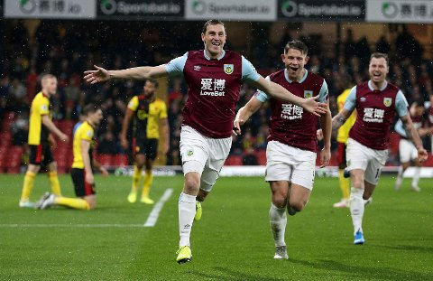 Chris Wood jubler etter å ha scoret Burnleys første mål mot Watford. Han har scoret i de to siste kampene. (Nigel French/PA via AP)