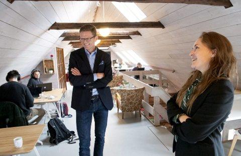 HUB: Elisabet Kolbrun Hansen er gründer og med i Impact Hub på Bryggen. I går fortalte nestleder i Venstre og stortingsrepresentant Terje Breivik at regjeringen vil gjøre sykelønnen bedre for selvstendige næringsdrivende. – Kult, sier Hansen. FOTO: ARNE RISTESUND