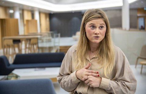Her har Anna Melby nettopp vært i møte med banken og signert lånepapirene. Nå ser hun frem til snart å flytte inn i toromsleiligheten hun har kjøpt på Laksevåg.