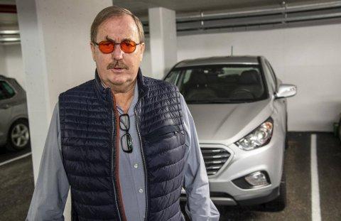 Knut Aadland fortviler over at han ikke får fylt drivstoff til bilen sin.