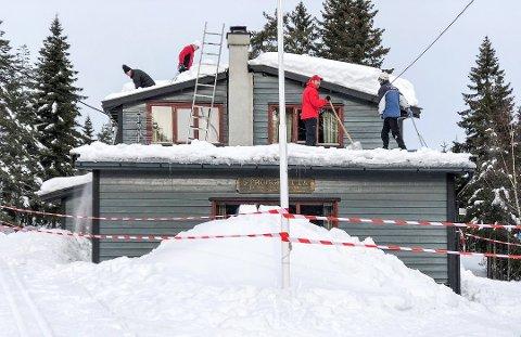 STRONGHYTTA: Mange har tatt kontakt med Drammen Strong for å hjelpe etter at taket raste i starten av mars.