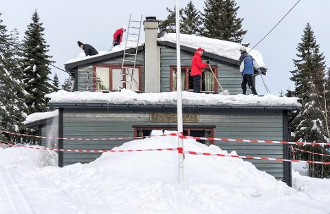 Pengene sikret: I mars raste deler av taket til Stronghytta i Bragernesåsen sammen grunnet store snømengder. Nå har klubbstyret i bydelsklubben Strong kommet fram til at de vil rive den gamle for å bygge ei ny hytte.