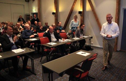 POSITIVE: Jesper Rungholm i DAT fekk applaus frå dei frammøtte under årsmøtet i FIN førre torsdag. ¬ Foto: David E. Antonsen
